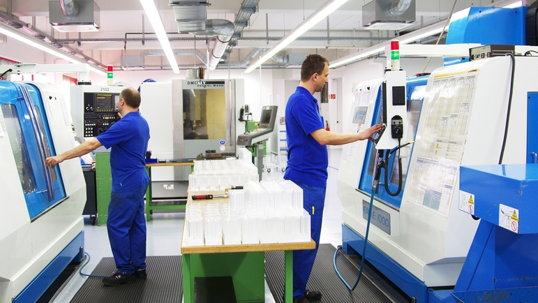 Operating modern CNC lathes and milling machines