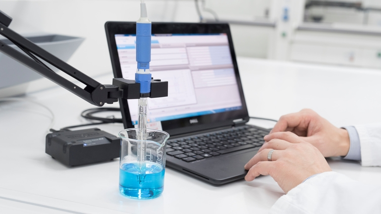 Conveniently maintain and calibrate your CPS171D sensor in the laboratory with Memobase Plus CYZ71D.